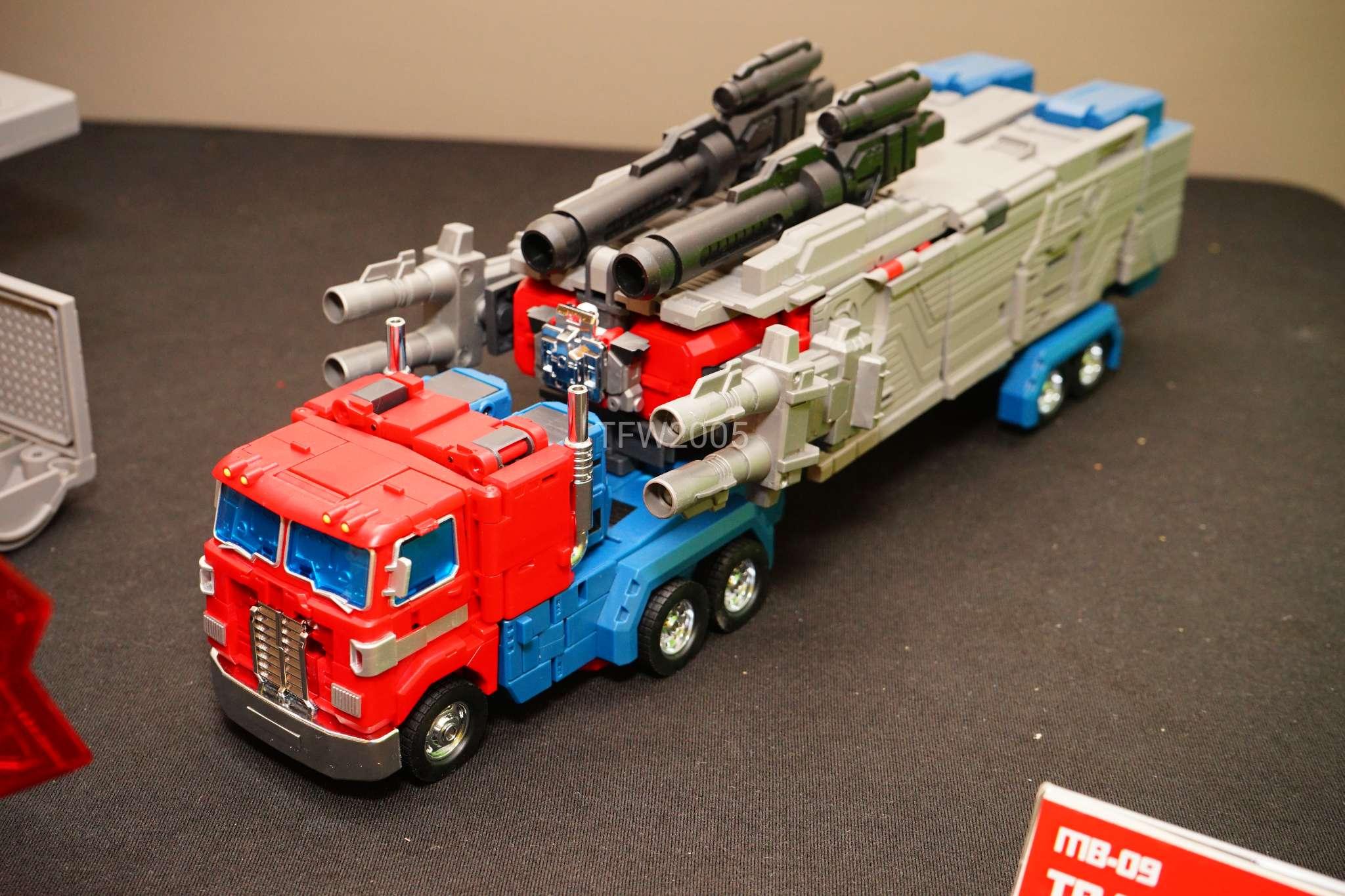 [FansHobby] Produit Tiers - MB-06 Power Baser (aka Powermaster Optimus) + MB-11 God Armour (aka Godbomber) - TF Masterforce - Page 2 EeKbJAUO_o