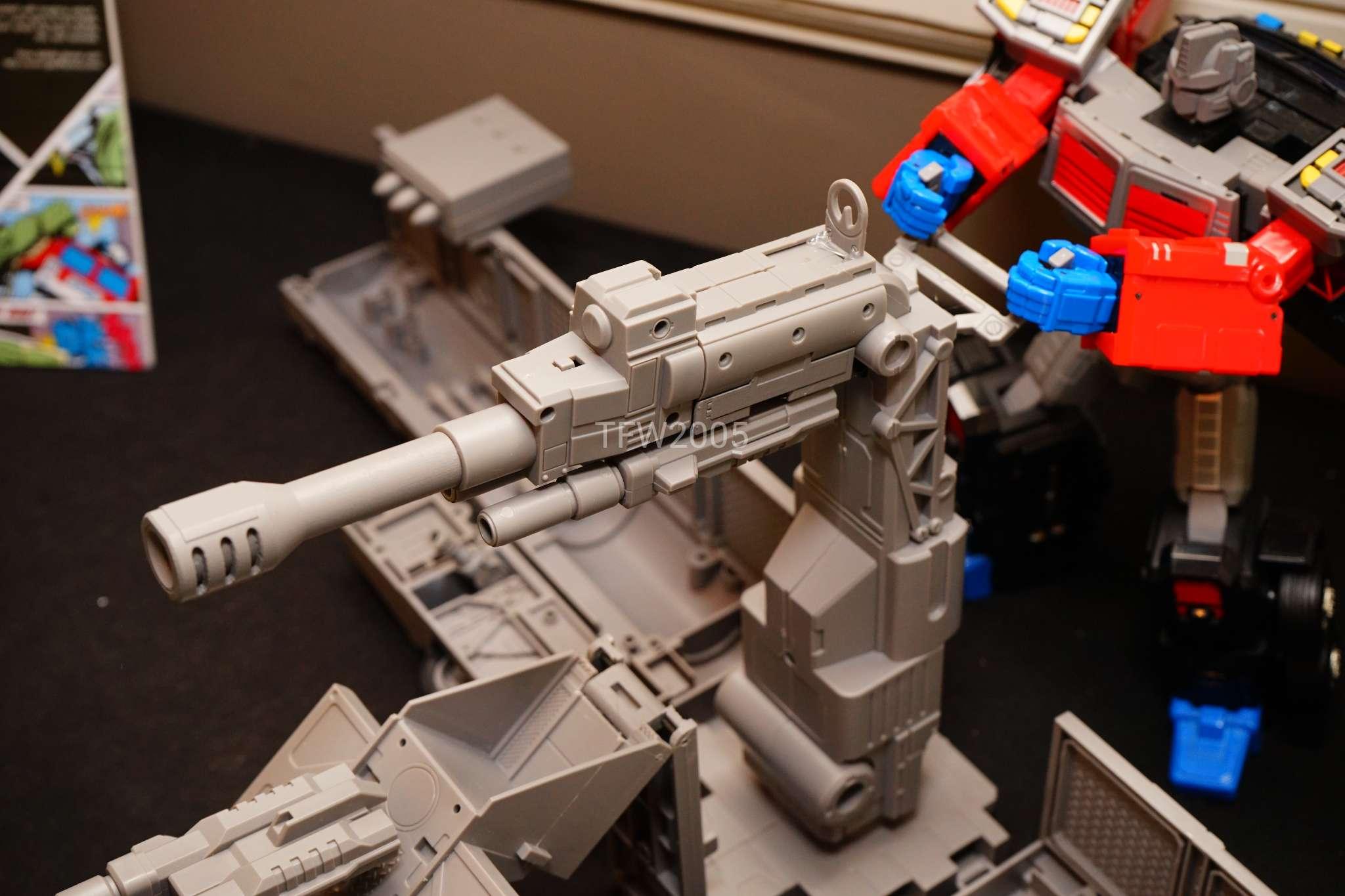 [FansHobby] Produit Tiers - Master Builder MB-01 Archenemy (aka Scourge RID 2000),  MB-04 Gunfighter II (aka Laser Optimus G2) et MB-09 Trailer (remorque) - Page 2 Oes3u4H1_o