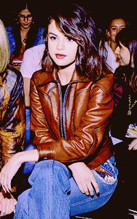 Selena Gomez ZwEPyv88_o