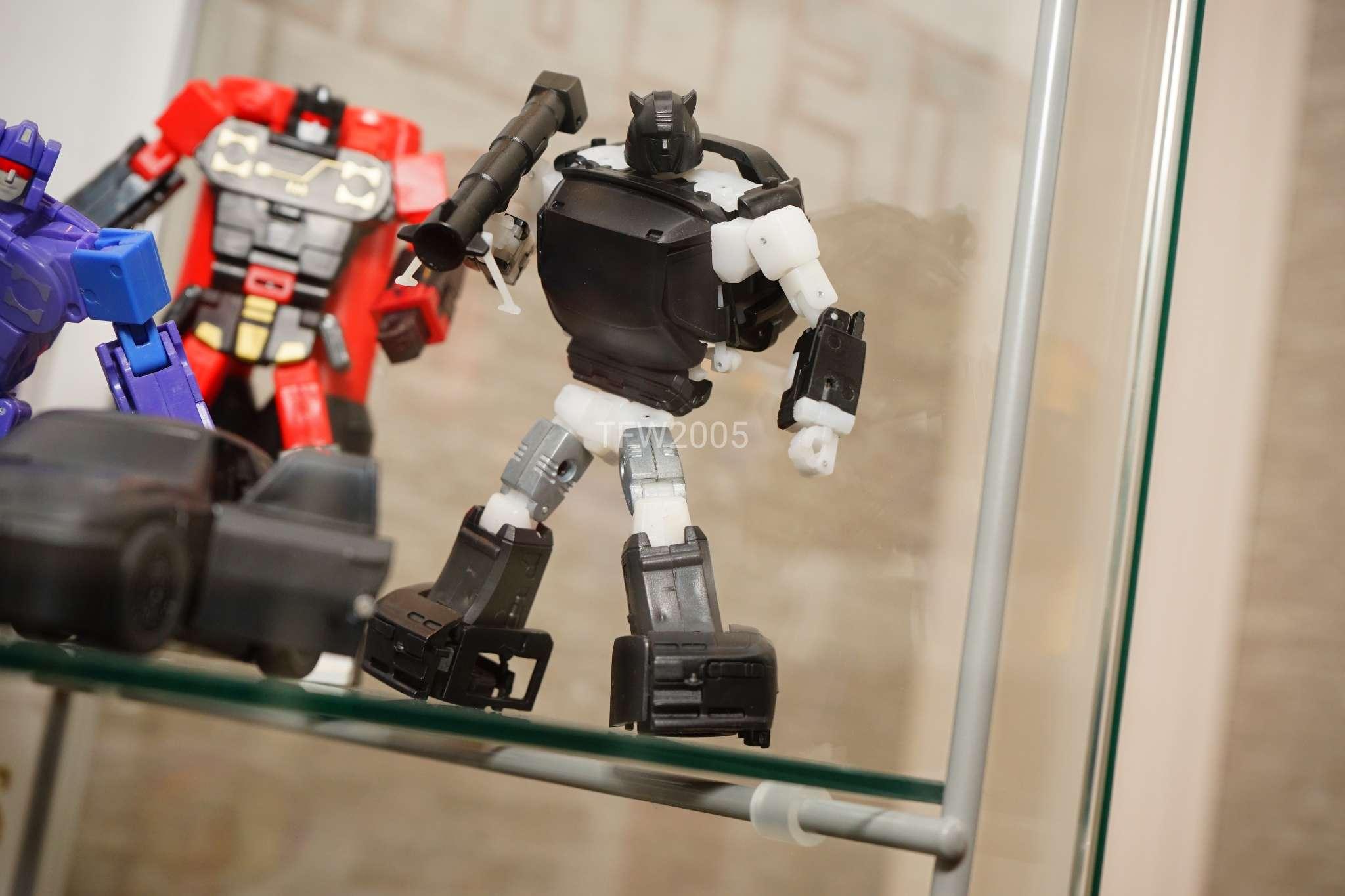 [Ocular Max] Produit Tiers - Minibots MP - PS-09 Hellion (aka Cliffjumper/Matamore), PS-11 Omne - (aka Cosmos) XZDLfqHB_o