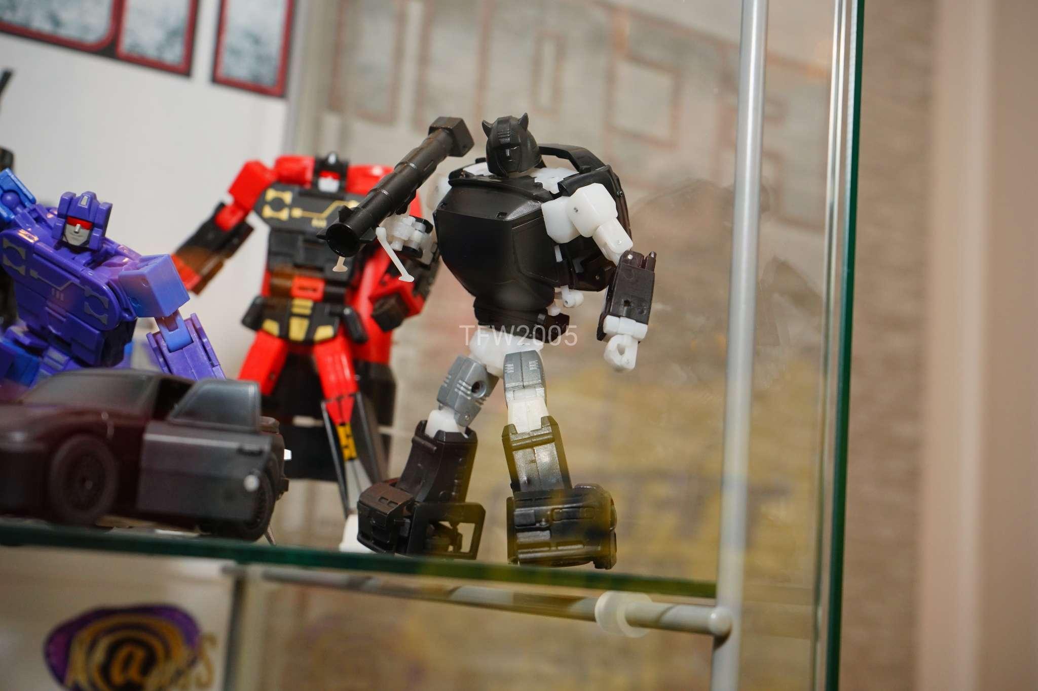 [Ocular Max] Produit Tiers - Minibots MP - PS-09 Hellion (aka Cliffjumper/Matamore), PS-11 Omne - (aka Cosmos) IFqFilOA_o