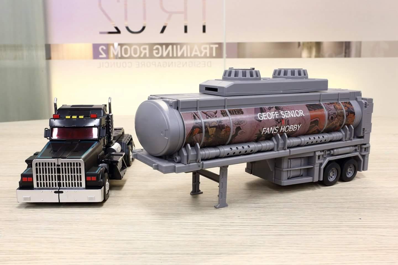 [FansHobby] Produit Tiers - Master Builder MB-01 Archenemy (aka Scourge RID 2000),  MB-04 Gunfighter II (aka Laser Optimus G2) et MB-09 Trailer (remorque) - Page 2 KdsnbnbQ_o