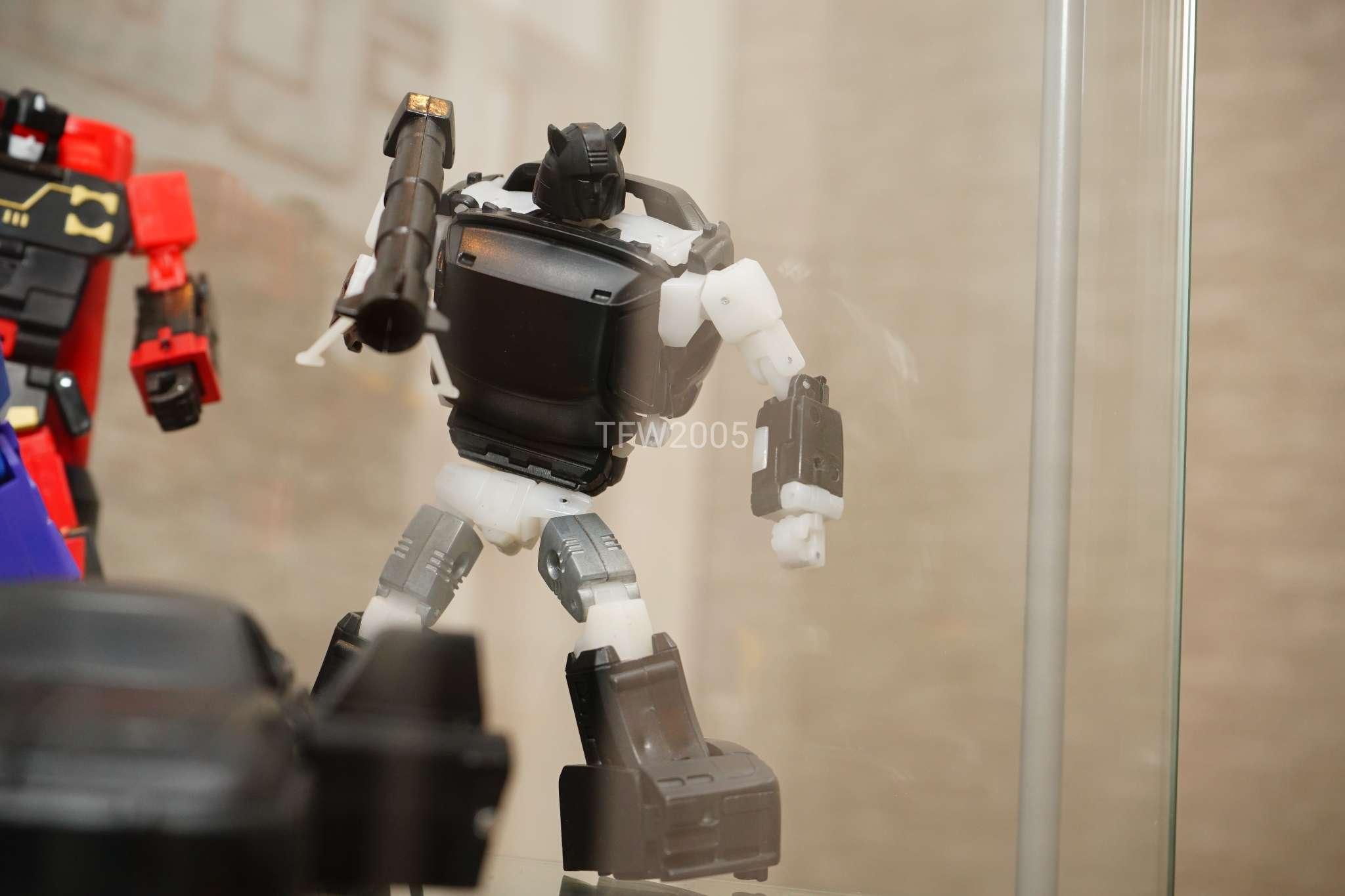[Ocular Max] Produit Tiers - Minibots MP - PS-09 Hellion (aka Cliffjumper/Matamore), PS-11 Omne - (aka Cosmos) WJUSYqrj_o