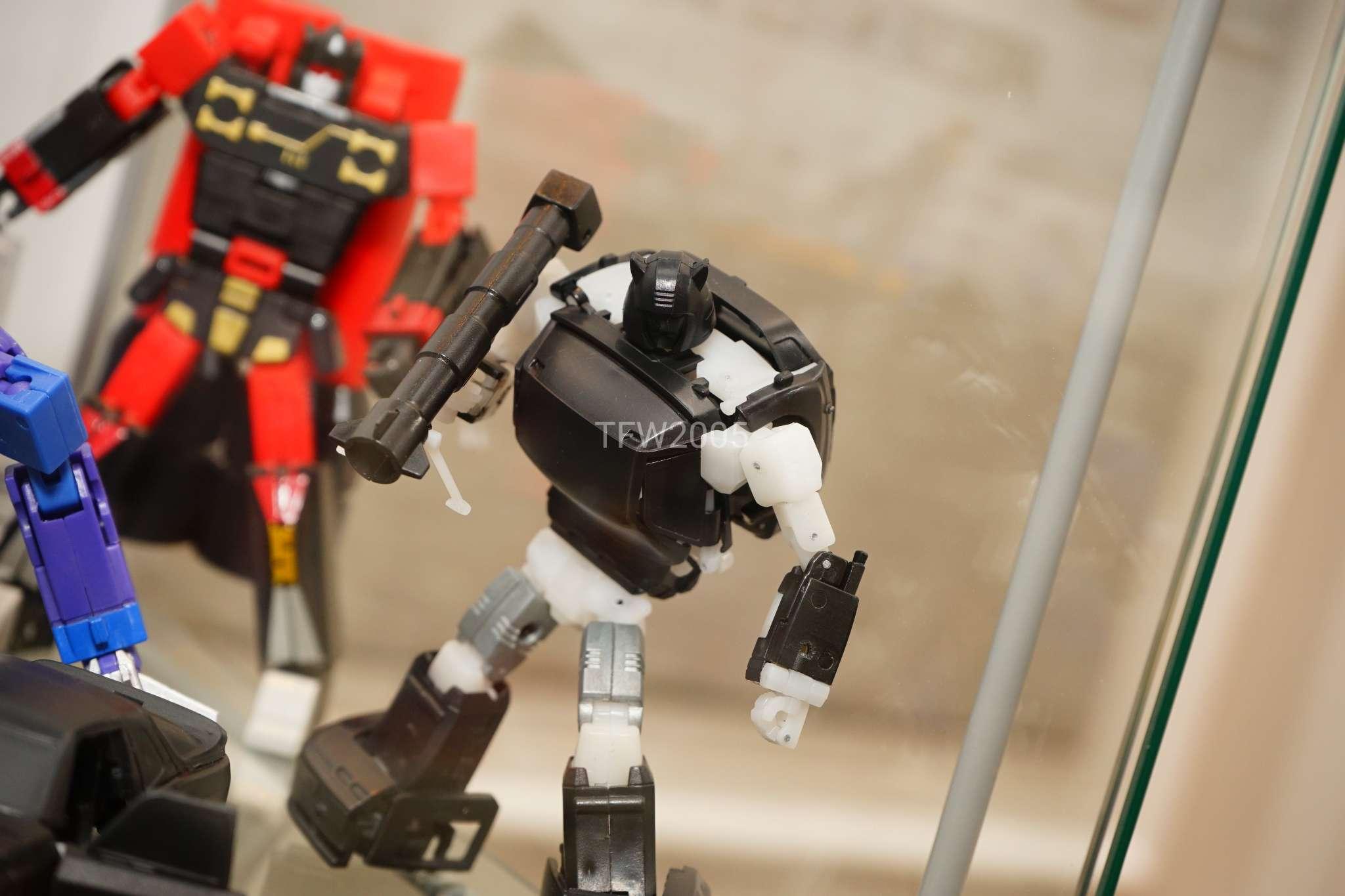 [Ocular Max] Produit Tiers - Minibots MP - PS-09 Hellion (aka Cliffjumper/Matamore), PS-11 Omne - (aka Cosmos) DHWo7PYn_o