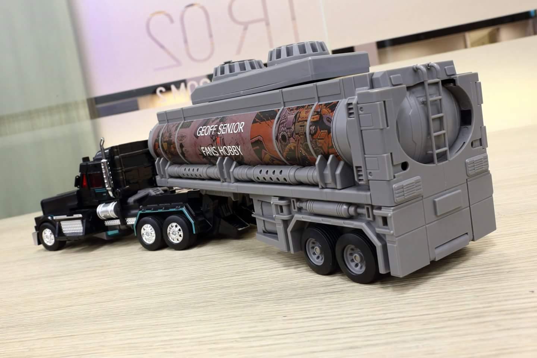 [FansHobby] Produit Tiers - Master Builder MB-01 Archenemy (aka Scourge RID 2000),  MB-04 Gunfighter II (aka Laser Optimus G2) et MB-09 Trailer (remorque) - Page 2 HPkQla9h_o