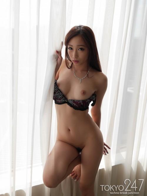 https://images.imgbox.com/e7/ea/gjpYDzsu_o.jpg