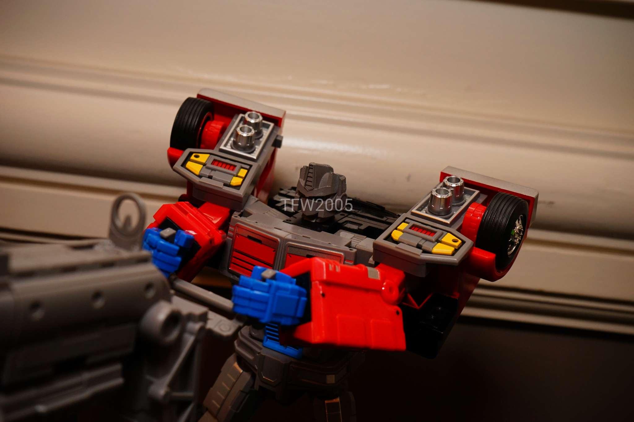 [FansHobby] Produit Tiers - Master Builder MB-01 Archenemy (aka Scourge RID 2000),  MB-04 Gunfighter II (aka Laser Optimus G2) et MB-09 Trailer (remorque) - Page 2 RERDr06p_o